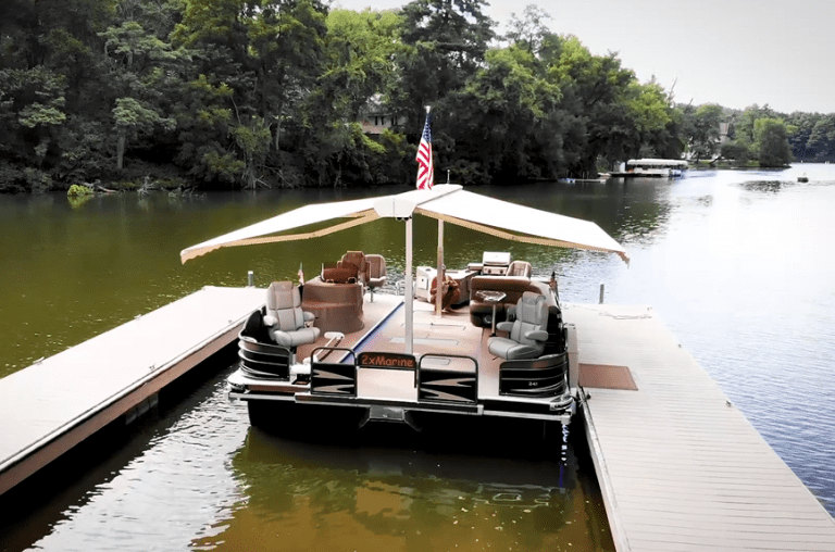 This Pontoon doubles as the ultimate party boat