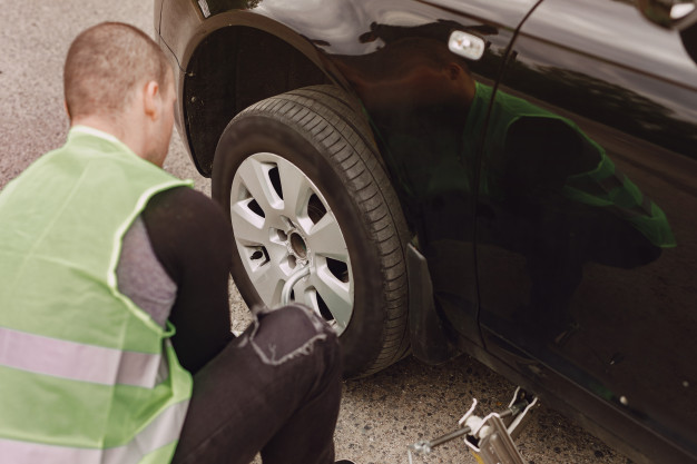 Does AAA Change Tires?